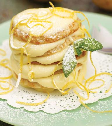 Pancake Tower me krem limoni