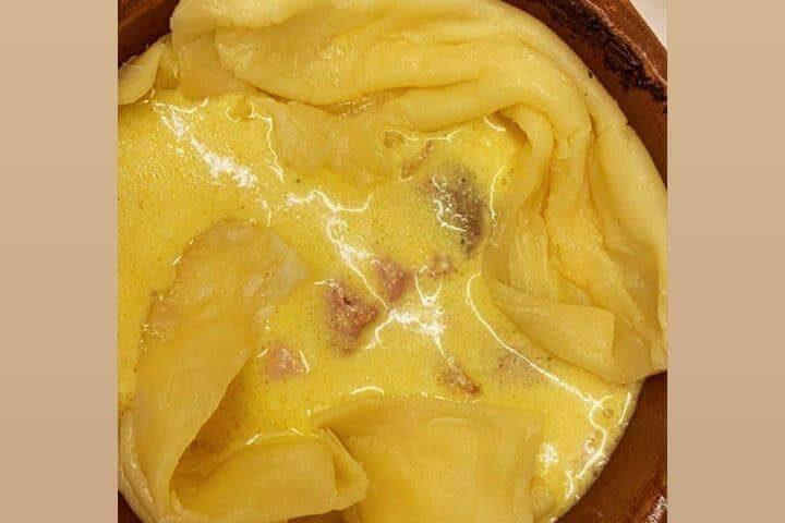 Tartë me pançetë dhe kërpurdha