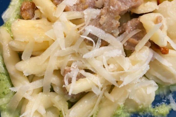 Maritati pugliesi me salçice dhe krem brokoli